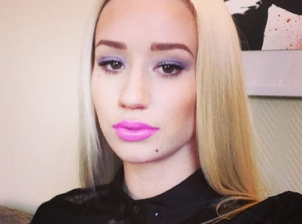 Iggy Azalea selfie wearing pink lipstick