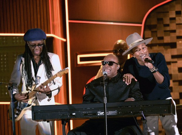 Pharrell and Stevie Wonder performance Grammys 201
