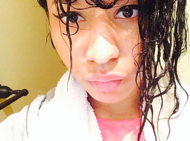 Nicki Minaj shower selfie
