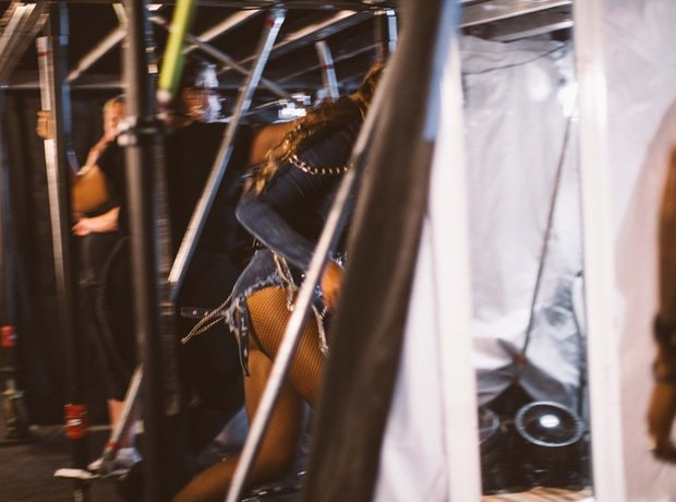 Beyonce cheeky shot at On The Run tour
