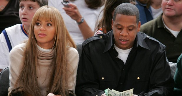 Beyonce and Jay Z watching basketball