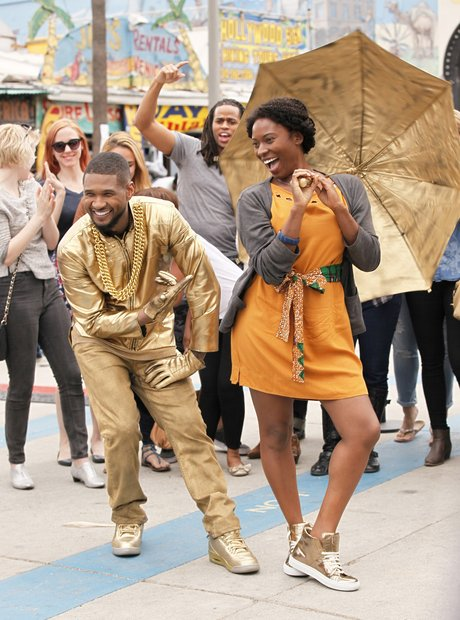 Usher dresses as a gold statue