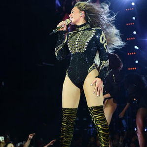 Beyonce on stage with no ring Formation Tour